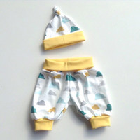 Comfy baby pants and knot hat set. Size NB - 2M. Organic jersey knit with clouds. Gender neutral. Knotted hat. Ready to ship