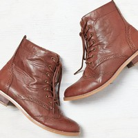 AEO Women's Lace-up Wingtip Boot (Brown)