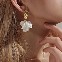 Charming Gold Drop Earrings for Women Pretty White Flowers Geometric Jewelry Accessories Drop Shipping