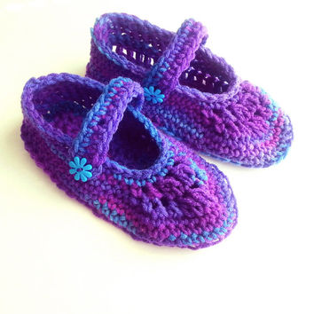 Woman's crochet slippers, mary jane shoes, woman's booties, house shoes, christmas gift, ready to ship