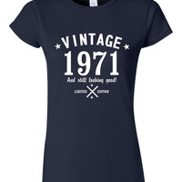 Funtastic Vintage 1971 And Still Looking Good Ladies T-Shirt Great Birthday Gift for 44th Birthday Tee Gift for Moms & Sister And Friends