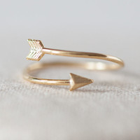 Arrow adjustable ring in gold