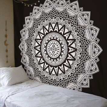 Cilected Exclusive Black & White Ombre Floral Design Ombre Mandala Tapestries Bohemian Mandala Bedspread Throw Home Decor Art