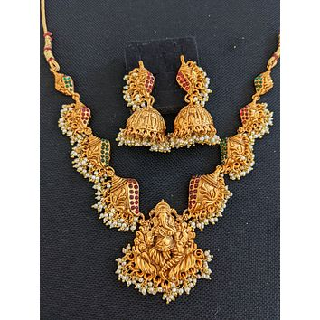 Guttapusalu Set / Ganesh ji Shell design Kemp stone Choker Necklace and Earrings set