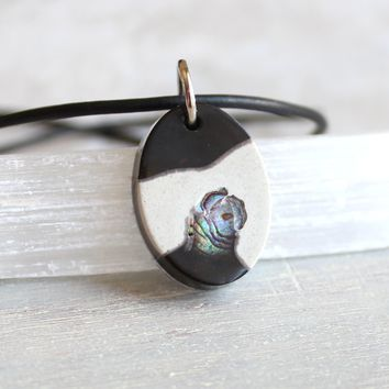 Oval necklace - black and white