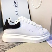 Alexander McQueen Classic Popular Woman Men Leisure Flat Sport Shoes Sneakers(Black Tail)