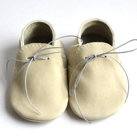Baby boy beige leather moccasins / Soft sole baby boy shoes / Ivory baby moccs / Handmade crib shoes / Baby slippers / Newborn baby gift