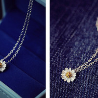 Womens Cute Daisy Pendant Necklace Gift-92