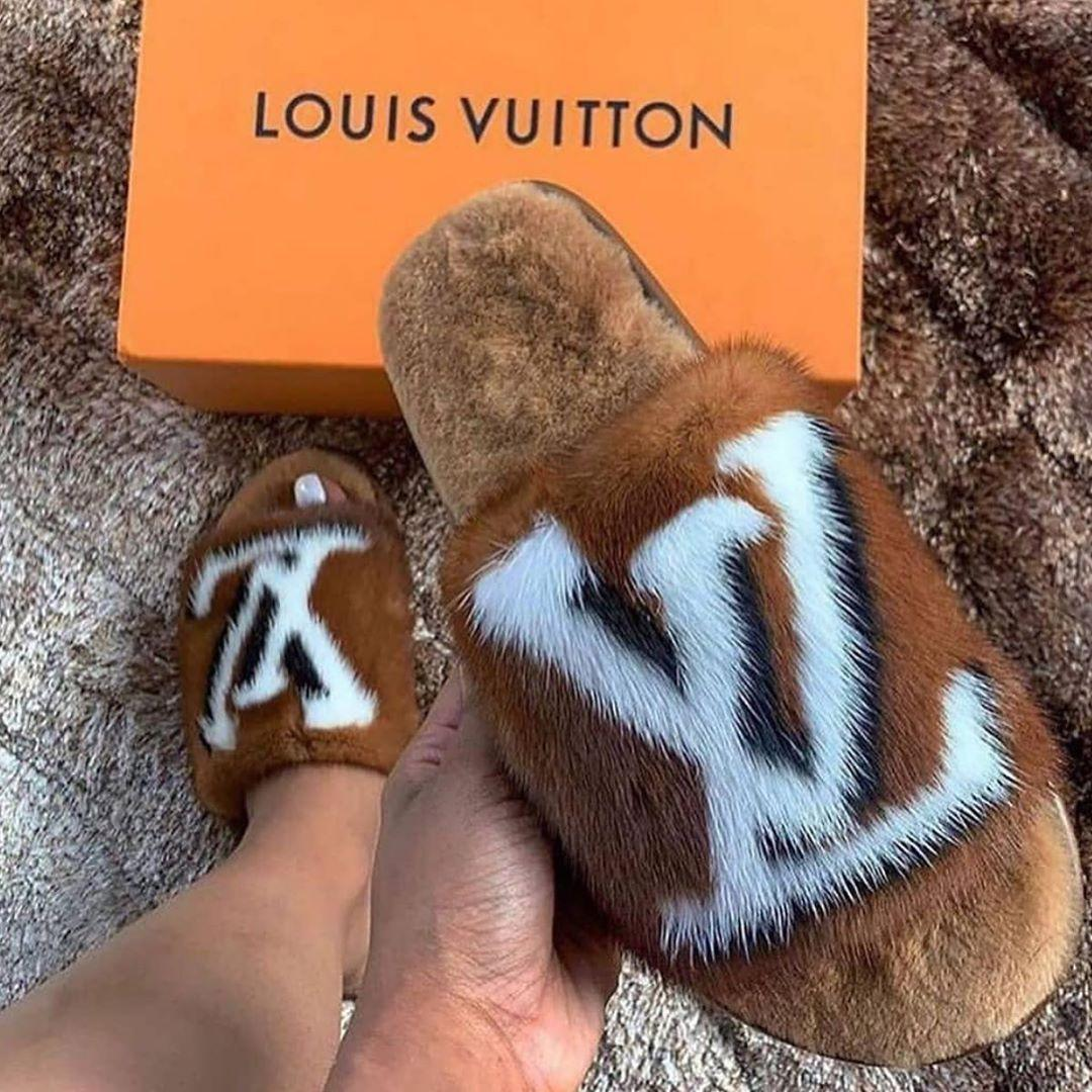 Image of Louis Vuitton  LV Printed matching letters flat-soled household open-toed slippers