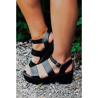 Take A Stand Sandals: Black