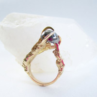 The Hunted - Crow Claw ring in 18kt gold plated bronze with prong set pyrite stone