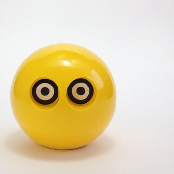 YELLOW OWL. Plastic Ball Coin Bank. 1970s Design Classic. Made In Finland. Spherical Money Box. Neue Freunde.