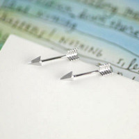 Tiny chic arrow earrings in gold or silver, simple, everyday, stud earrings