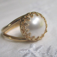 white pearl in gold ring, Gold ring, Bridal ring, 10mm pearl ring, Vintage ring, delicate ring, bridesmaid gifs