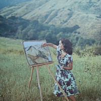 Young Elizabeth Taylor Painting the Mountains Vintage Original Print Number 670