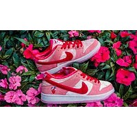 StrangeLove Skateboards x Nike SB Dunk Low Valentine's Day limited sneakers shoes