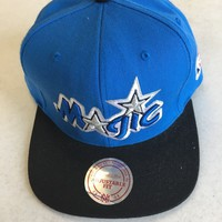 MITCHELL & NESS ORLANDO MAGIC BLUE RETRO SCRIPT FLAT BRIM SNAPBACK HAT