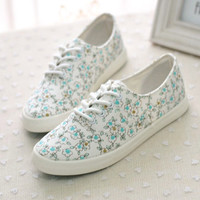 Pure and fresh and lovely small floral canvas shoes