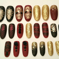 False nails, press on nails, fake nails, halloween, black, burgendy, gold, glitter, rose, skull, lace