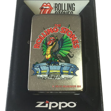 Zippo Custom Lighter - Rolling Stones Dragon Tongue Stadium Street Chrome 207-CI401491