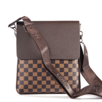LV single shoulder bag, European and American export slanted bag, zipper, zipper, zipper, zipper
