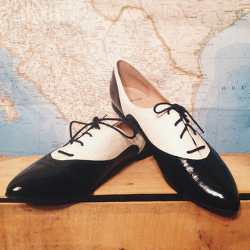 Vintage Ladies Patent Leather Oxford Tuxedo Shoes || Size 10 Made In Spain