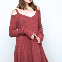 Featuring honeycomb textured design, V-neckline, fun cold shoulder sweater tunic with raw edge trim and bottom hemline. Oversized & flare construction, long sleeves with elastic trim and finish with asymmetrical hem. Unlined. Pair with knee cutout black sk