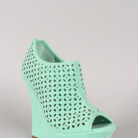 Bamboo Pompey-63 Cut Out Peep Toe Platform Wedge
