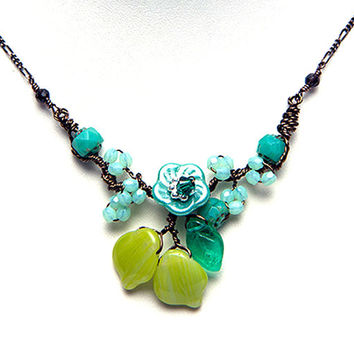 Turquoise Green Flower Necklace,  Beaded Necklace, Nature Jewelry, Gift for Mom