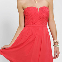 Urban Outfitters - Kimchi Blue Ruched V-Front Strapless Dress