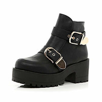 BLACK CHUNKY BUCKLE BLOCK HEEL ANKLE BOOTS