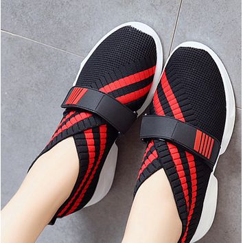 The new style is a hot seller, with all colors woven Velcro single shoes