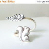 Silver squirrel ring with a leaf, adjustable ring, animal ring, silver ring, statement ring