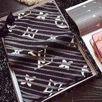 LV Louis Vuitton Hot Sale Newest Women Men Warm Scarf Kerchief Cape Scarf Scarves