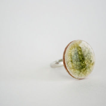 Green Round Crakled Porcelain Ring