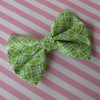 Green fabric bow, girls hair clip, Womens hair accessories, preppy spring bows, big boutique hairclips, pinup trendy bridesmaid gift
