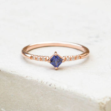 Diamond Shaped Ring - Rose Gold + Sapphire