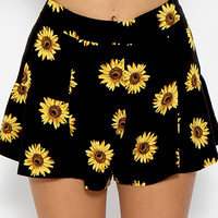 Daisy Meadow Shorts - Sunflower