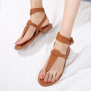 Selling Fashion Sandals Women's New Flat-soled Shoes Suitable for Beautiful Girls'Big Size Shoes Brown