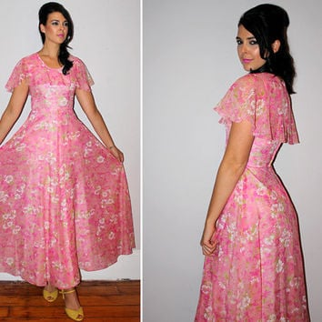 Vintage 70s Floral Maxi Dress / FORMAL, Party / Pink DAISY BOUQUET Print / Flutter Mini Cape / Maid of Honor, Bridal Party, Prom / Xs Small