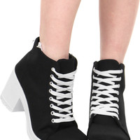 PUMPED UP LACE UP BOOTIE