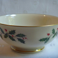 Lenox Holiday Pattern Serving Cereal Bowl | Ivory 24K Gold Trim | Holly Berries | Christmas