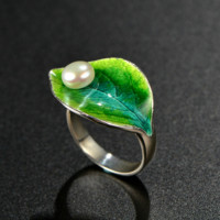 Green Leaf with Pearl Design Ring