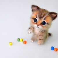Needle felted little three-color kitten. Tiny cute cat. Miniature animal. Sweet gift. Small toy.