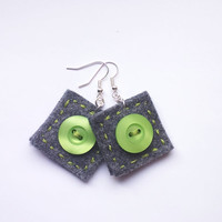 Button square earrings 13, felt, hand-sewn earrings, buttons, unique, light, grey, green buttons, grey felt,square earrings,gift for her