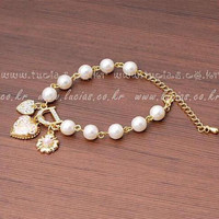 2016 New Sweet And Lovely Imitation Pearl Beads Fashion Crystal Bracelet Heart Flowers Letter D Hang Bracelets And Anklets Femal