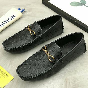 LV 2019 new classic letter embossed men's set of feet casual high-grade peas shoes
