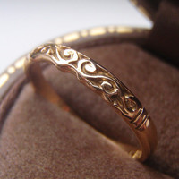Vintage Wedding Ring Band. Hand Carved Victorian Style. Solid 18K Yellow Gold. Promise Ring, Stacking Ring, Right Hand Ring.