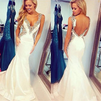 Romantic White Mermaid Prom Dresses Long V-Neck Appliques Beaded Crystals Open Back Floor Length Sweep Train Evening Gown Kaftan