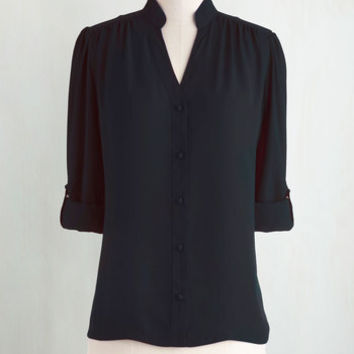 Mid-length Long Sleeve The Grand Tour Guide Top in Black
